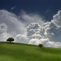 An der Grenze von Himmel und Erde. На границе неба и земли. Shadow Photography, Landscape Photography, Nature Photography, Beautiful Sky, Beautiful Landscapes, Beautiful Places, Skier, Dramatic Photos, Sky Art