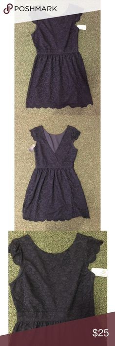 NWT Forever 21 Dress Beautiful new with tags Forever 21 dress. It is a size medium. The lighting makes it look a little lighter than it is; it is a very pretty dark navy color. Feel free to ask any additional questions.   💕 please make offers through offer button 💰 bundle for a 20% off discount  🚬🐶 smoke & pet free home  🚫 sorry no trades Forever 21 Dresses Midi