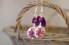 Boucles d'oreilles sans nickel, boutons bois fleurs violettes et nacres - Bijoux TessNess : Boucles d'oreille par tessness