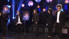 "Confira a performance de ""Through the Dark"" do One Direction no SNL http://newsevoce.com.br/?p=7522"
