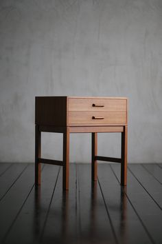 Small Cabinet - ITEM - HIKE | 1950年代を中心とした、ヨーローパ・北欧家具(中古家具・ヴィンテージ家具)の販売