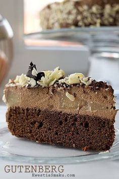Tort czekoladowy z musem z białej i czarnej czekolady, z gruszkami. Przepis na tort z czekolady, tort czekoladowy przepis, zdjęcia tortu, torty z czekolady gorzkiej, wykwintny tort czekoladowy z gruszkami, ciasto czekoladowe z gruszkami, krem czekoladowy, krem z białej i ciemnej czekolady, masa czekoladowa do tortu, przeis i zdjęcia, gruszki w musie czekoladowym.