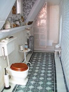 tiny potty room!