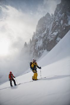 Bibi Pekarek and Liz Daley skin up Glacier des Améthystes Ski And Snowboard, Snowboarding, Skiing Workout, Glacier, Ski Touring, Chamonix, Snow Fun, Alpine Skiing, Vintage Ski