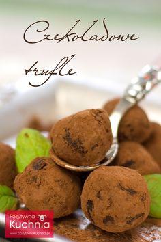 Czekoladowe trufle ze świeżą miętą - #przepis na trufle czekoladowe krok po kroku  http://pozytywnakuchnia.pl/czekoladowe-trufle/  #kuchnia #czekolada