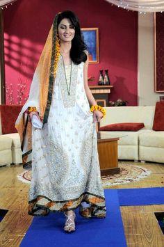 Mehndi Dresses of Pakistan 15