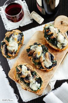 Bruschettas de champiñones y espinacas. Receta de botana saludable Easy Cooking, Cooking Recipes, Healthy Recipes, Deli Food, Weekday Meals, Vegan Kitchen, Yummy Appetizers, Vegan Life, Finger Foods