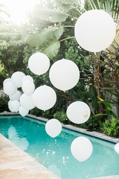 white balloons will give your pool a dreamy and airy look