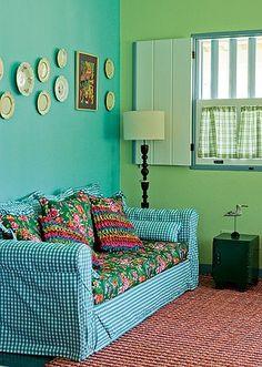 Mistura de estampas A casa de hóspedes da fazenda foi projetada e decorada pela designer de interiores Neza Cesar. Reaproveitado da casa-sed...