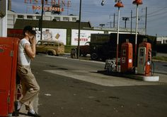 Garry Winogrand Was Also Good at Color Modern Photography, Color Photography, Creative Photography, Garry Winogrand, William Eggleston, University Of Arizona, Street Photographers, White Image, Photo Art