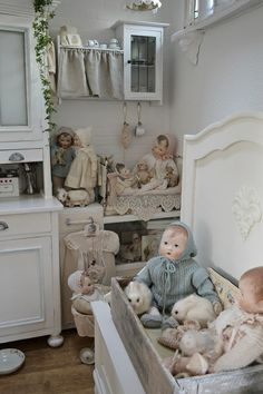 .Love this room with all the little dolls~~~Love it!!!