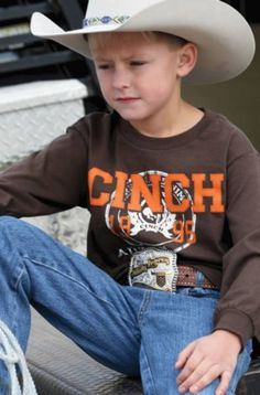 Boys Cinch Brown Logo T-Shirt    - Boys long sleeve brown t-shirt   - Screen print cinch logo   - Ribbed sleeves and collar for snug fit   - 100% ringspun cotton   - Comfy soft jersey knit   - Durable and easy to wear   - Machine washable     This great looking brown authentic Cinch logo western short sleeve t-shirt is a nice durable tee, coordinate with a pair of Cinch jeans, Cinch hoodie, or Cinch ball cap. A men's stylish looking western t-shirt for riding, or performing in the arena, and…