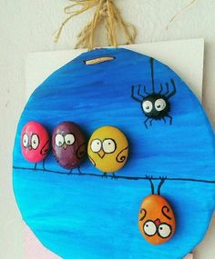 Easy Paint Rock For Try at Home (Stone Art & Rock Painting Ideas) - Mädelsabend Essen Kids Crafts, Diy And Crafts, Craft Projects, Arts And Crafts, Pebble Painting, Pebble Art, Stone Painting, Rock Painting Ideas Easy, Rock Painting Designs