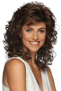 Perruque Jessica par Estetica Designs Jessica Wig by Estetica Designs 1 Layered Curly Hair, Curly Hair With Bangs, Short Curly Hair, Wavy Hair, Medium Curly, Super Curly Hair, Thin Hair, Permed Hairstyles, Hairstyles With Bangs