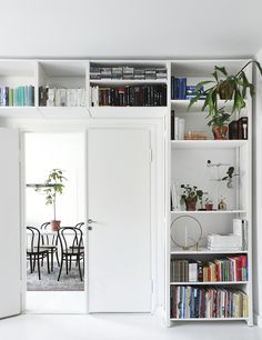 Lundia Classic, styling by Susanna Vento Bookshelf Design, Bookshelves, Living Roon, Flooring For Stairs, Home Libraries, Compact Living, Interior Decorating, Interior Design, Lund