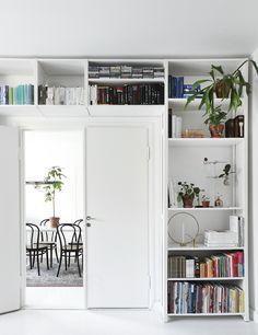 Via Dekolehti | Lundia Bookshelf | Minimal White Home