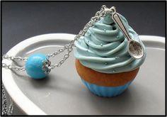 Collier Cupcake avec sa chantilly bleu - Fimo : Collier par crea-melie http://crea-melie.alittlemarket.com/