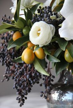 Bouquet is usually given as a gift mark for someone they love. Bouquet is usually made of the arrangement of several types of beautiful flowers s… Ikebana, Deco Floral, Arte Floral, Floral Theme, Garden Types, Pretty Flowers, Fresh Flowers, Winter Flowers, Exotic Flowers