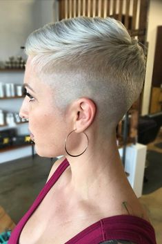 How to style the Pixie cut? Despite what we think of short cuts , it is possible to play with his hair and to style his Pixie cut as he pleases. Short Fade Haircut, Taper Fade Haircut, Short Pixie Haircuts, Pixie Hairstyles, Short Hairstyles For Women, Short Hair Cuts, Cool Hairstyles, Hairstyle Ideas, Bob Hairstyle