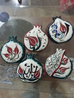 magnet Turkish Design, Turkish Art, Blue Pottery, Ceramic Pottery, Vintage Christmas, Christmas Crafts, Christmas Ornaments, Pomegranate Art, Hand Painted Dishes
