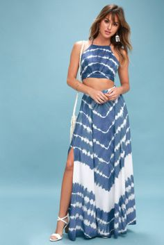 The To Dye For Blue and White Tie-Dye Two-Piece Maxi Dress is what Boho dreams are made of! Tie-dye print set with a crop top and maxi skirt. Vestido Tie Dye, Tie Dye Maxi, Tie Dye Dress, Blue And White Summer Dresses, Summer Dresses For Women, Summer Outfits, Two Piece Dress, The Dress, Tie Dye Outfits