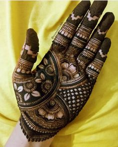 Mehndi henna designs are searchable by Pakistani women and girls. Women girls and also kids apply henna on their hands feet and also on neck to look more gorgeous and traditional. Henna Hand Designs, Dulhan Mehndi Designs, Mehandi Designs, Latest Simple Mehndi Designs, Mehndi Designs Finger, Legs Mehndi Design, Mehndi Designs 2018, Stylish Mehndi Designs, Mehndi Designs For Girls