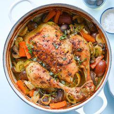 Helstekt kylling lager seg nesten sjøl i ovn, og denne oppskriften gir garantert saftig kylling! Vi tar deg steg for steg til perfekt helstekt kylling. Recipes From Heaven, Fajitas, Paella, Chicken Wings, Turkey, Food And Drink, Cooking Recipes, Favorite Recipes, Meat