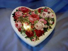 Vintage Large Vintage Teleflora Heart Porcelain Ceramic Trinket, Jewelry Box in Excellent Condition