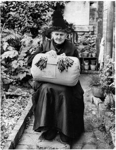 Belgium: Gerta the Witch kept her 'Witch Finger' nimble making spelled lace. Old Pictures, Vintage Pictures, Old Photos, Wicca, Nottingham Lace, Vintage Halloween Photos, Halloween Pictures, Witch Photos, Bobbin Lacemaking
