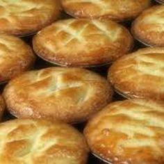 Receita de Massa de Empada - a Verdadeira - 450 gr de farinha de trigo de boa qualidade peneirada. , 70 gr de banha animal (em temp. ambiente) picada em cub...