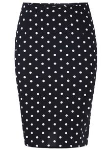 Black Polka Dot Bodycon Skirt--Pair this skirt with a red top or a pastel top in pink or blue. Or, go neutral all over with a strikingly red lip! Body Con Skirt, Chic Outfits, Pink Blue, Dress Skirt, Style Me, Polka Dots, Black And White, Lady, Pencil Skirts