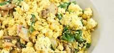 This low calorie dish makes for a quick and savory breakfast in just 15 minutes! Spinach Recipes, Tofu Recipes, Cooking Recipes, Healthy Recipes, Low Calorie Breakfast, Savory Breakfast, Breakfast Recipes, Ayurvedic Recipes, Tofu Scramble