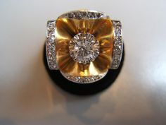 Beautiful yellow gold and diamond ring, circa 1940. Elegant work of flower with a central diamond 0.35 carat. For sale on Proantic by le Lys d'or. #ring #1940 #diamond