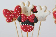 Birthday Cake Decorating Girls Minnie Mouse Ideas For 2019 Cake Pops Mickey Mouse, Mickey Mouse Clubhouse Cake, Minnie Cupcakes, Minnie Mouse Cookies, Bolo Minnie, Mickey Mouse Birthday, Minnie Mouse Party, Disney Desserts, Birthday Cake Decorating
