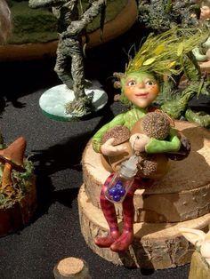 Recolectando bellotas para el invierno #gnomos #duendes #ooak #fantasy @fantasia @sculpey @art @artesania @naturaleza @nature
