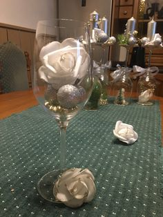 vánoční dekorace Table Decorations, Furniture, Home Decor, Decoration Home, Room Decor, Home Furnishings, Arredamento, Dinner Table Decorations, Interior Decorating