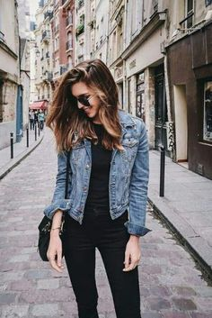 15 Cheap Blue Denim Jacket Outfit Ideas for Fall - Outfits Outfit Jeans, Blue Denim Jacket Outfit, Jean Jacket Outfits, Jacket Style, Denim Jacket Fashion, Jean Jacket With Jeans, Denim Jacket How To Wear A, Denim Jacket Black Jeans, Black Jeans Outfit Casual