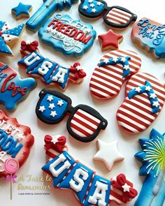 of July Cookies ✨🎆 USA cookie design and cutter by The Sweet Designs Shoppe Let Freedom Ring cookie-cutter by United… Cut Out Cookies, Cute Cookies, Cupcake Cookies, Cupcakes, 4th Of July Cake, 4th Of July Desserts, Iced Sugar Cookies, Royal Icing Cookies, Patriotic Sugar Cookies