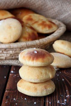 Sweet World - Potato fokachchine Savoury Baking, Bread Baking, Baking Recipes, Dessert Recipes, Dinner Rolls Recipe, Russian Recipes, Snacks, Saveur, Food Network