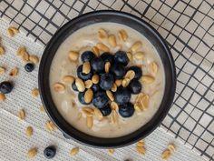 Mogyivajas banánfagyi Minion, Oatmeal, Breakfast, Kitchen, Instagram, Food, The Oatmeal, Morning Coffee, Cooking