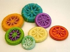 Tutorial: How to Make Dorset Buttons. Dorset buttons have a long history. With a little practice, you can make them in lots of variations. Crazy Quilting, Crochet Projects, Craft Projects, Sewing Projects, Button Art, Button Crafts, Button Type, Dorset Buttons, Crochet Buttons
