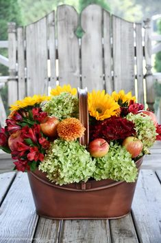 DIY 'Falling for Apples' Flower Arrangement with Sunflowers and Transitional Fall Table | ©homeiswheretheboatis.net #fall #tablescapes #apples #plaid #sunflowers Diy Planter Box, Diy Planters, Fall Flower Arrangements, Flower Centerpieces, Felt Leaves, Fall Table, Fall Flowers, How To Make Wreaths, Autumn Summer