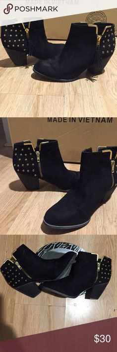 Women beautiful boots black with gold design Shoesdazzle beautiful women's boots black with gold design👢✨✨ Shoe Dazzle Shoes Ankle Boots & Booties