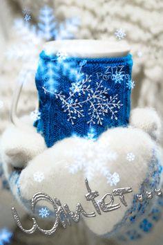 Анимация В руках девушки в варежках чашка, (winter / зима), гифка В руках девушки в варежках чашка, (winter / зима)