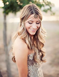 Festival-Ready Hairstyles That Rock the Mane Stage DIY these boho glam curls with this tutorial.DIY these boho glam curls with this tutorial. Romantic Wedding Hair, Beach Wedding Hair, Bridal Hair, Chic Wedding, Green Wedding, Wedding Tips, Gold Wedding, Wedding Shoes, Summer Wedding