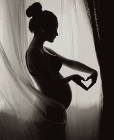 This is beautiful. Belly love❤️ :: Maternity Pregnancy Photography