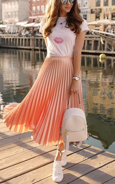 Midi skirt outfit, pleated midi skirt, cute outfits with skirts, beige Pleated Skirt Outfit, Long Skirt Outfits, Girly Outfits, Modest Outfits, Classy Outfits, Dress Skirt, Dress Outfits, Pleated Skirts, Teenage Outfits