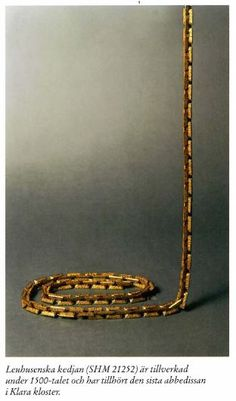 """kette - """"Das untere Bild zeigt die Leuhusen Kette, die im 15 Jahrhundert der Äbtissin Anna Rheinholdsdotter Leuhusen gehörte. Diese schwere Goldkette wurde als Gürtel getragen und gehörte ursprünglich Richeza of Poland, Queen of Sweden. Im 20 Jahrhundert wurde Sie von der Familie Leuhusen dem Historischen Museum in Stockholm übergeben."""" - mal überprüfen-"""