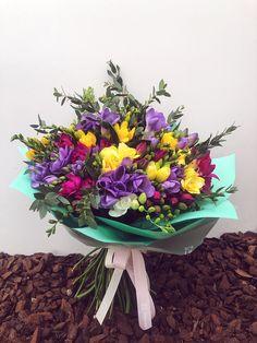 Parfum, culoare, optimism, bucurie. Sunt doar câteva dintre lucrurile pe care le oferi împreună cu un buchet de flori.  #freesia #flowerbouquet #colorful #bucheteflori #frezii #bucheteonline #florariamagnolia Optimism, Floral Wreath, Wreaths, Magnolia, Plants, Instagram, Fragrance, Floral Crown, Door Wreaths