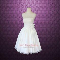 1950s-style reception dress/short wedding dress - http://themerrybride.org/2015/09/28/reception-dressesshort-wedding-dresses-on-etsy-com/